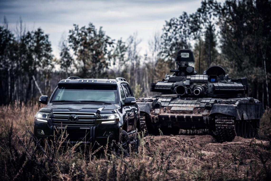 Бронированная Toyota LC 200 4.5D и Танк Киев